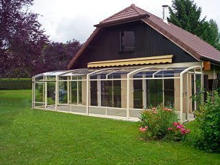 Patio enclosure CORSO Premium greatly increases thermal isolation of adjacent wall