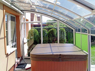Retractable patio enclosure CORSO Premium over hot tub