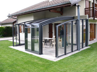 Patio enclosure CORSO Premium placed under balcony