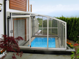 Retractable patio enclosure CORSO Premium can also work as pool enclosure