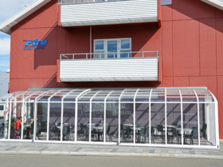 Retractable patio enclosure CORSO for restaurants and hotels