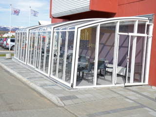 Retractable patio enclosure CORSO  - light and airy for cafes