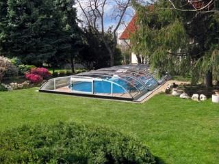 Pool enclosure Elegant - elegantly complements your garden