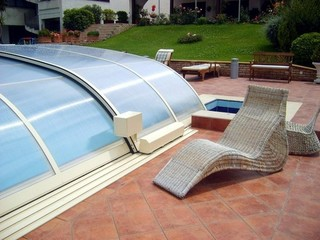 Pool enclosure Elegant electrified opening and closing