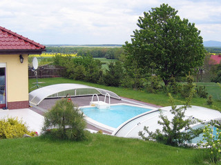 Low swimming pool enclosure ELEGANT™ will not break whole impression of your yard