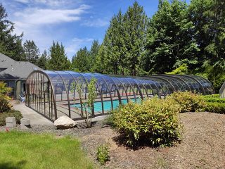 Pool enclosure Laguna fits into every larger garden