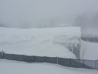 Pool enclosure Laguna - stands under historic amount of snow