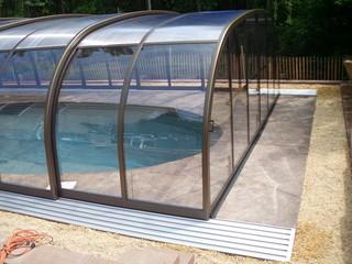 Pool enclosure Laguna with brown profiles