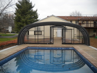 Pool enclosure Laguna with retractable tunnel