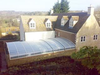 Retractable swimming pool enclosure OCEANIC made of aluminium profiles