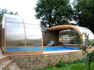 Pool enclosure STYLE can also cover patio or patio sets