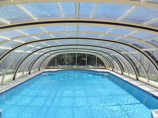 Pool enclosure Tropea - a look from inside