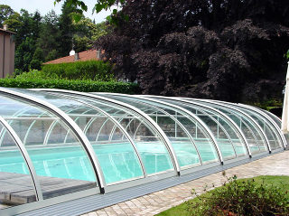 Swimming pool cover Tropea increases temperature of water in your pool - closed
