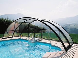 Retractable pool enclosure UNIVERSE allows you to use pool even in bad weather