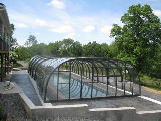 Retractable swimming pool enclosure Laguna