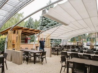 Shading system in the patio enclosure Style for Horeca
