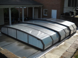 Swimming pool enclosure Oceanic Low with dark frames