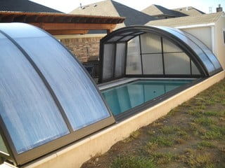Swimming pool enclosure Ravena on elevated wall