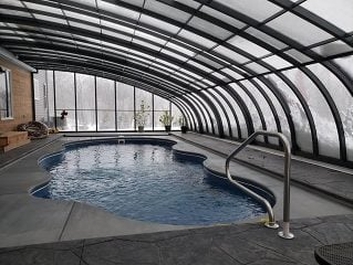 Swimming pool enclosure Style