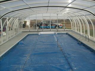 White color pool enclosure Laguna