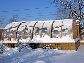 Winter snow load on a pool enclosure Style