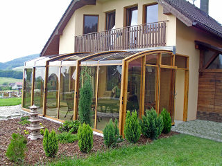 Patio cover CORSO Premium by a house - closed enclosure